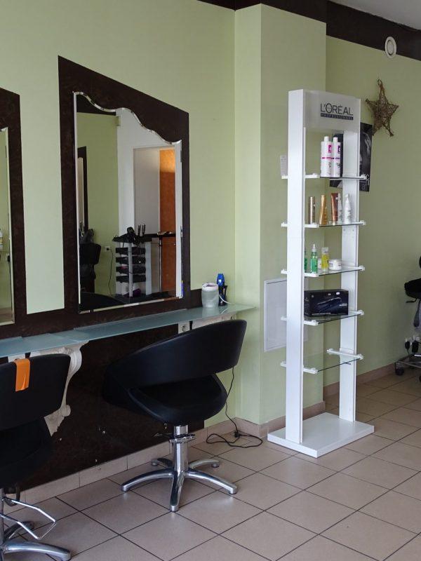L'attribut alt de cette image est vide, son nom de fichier est Salon-de-coiffure-3-Copie-600x800.jpg.